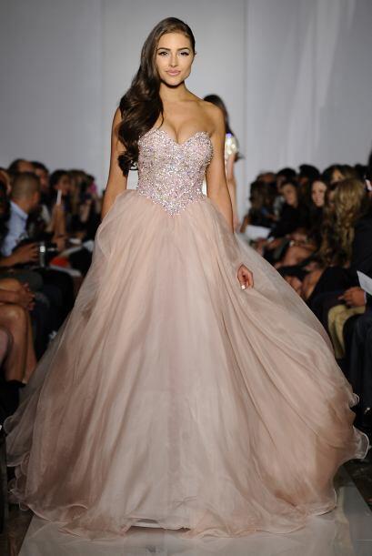 La gran sorpresa de la noche fue cuando vestida como una princesa de cue...