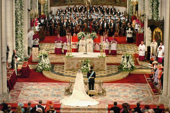 A las 11:52 Felipe y Letizia fueron declarados marido y mujer por el car...