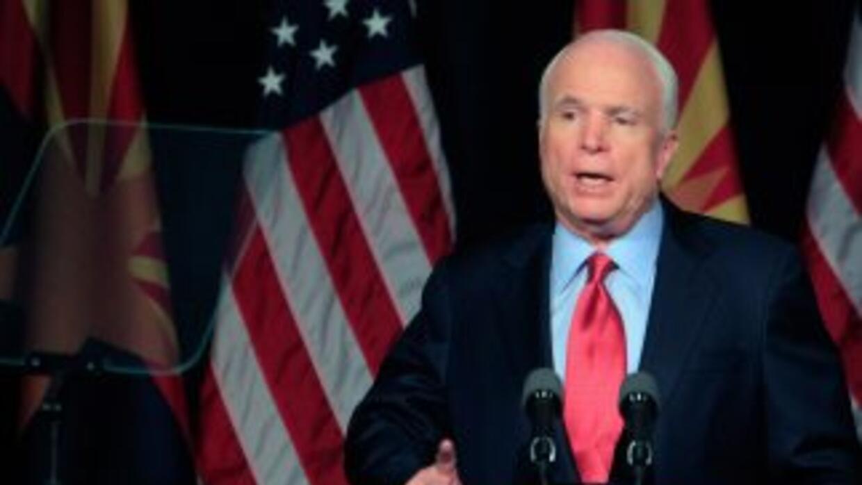 El senador John McCain tuvo que tomar una postura antiinmigrante para ga...