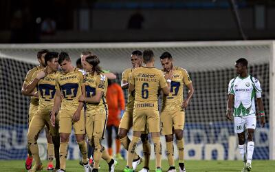 Pumas se dio un banquete de 8-1 en CU ante el W Connection.