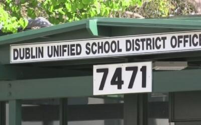 Hay escuelas en Los Ángeles que están exigiendo pruebas de ciudadanía y...