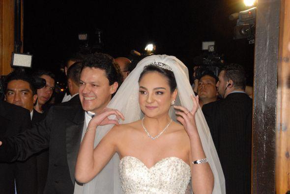 La novia lucía bellísima y el orgulloso papá no podía ocultar los nervios.
