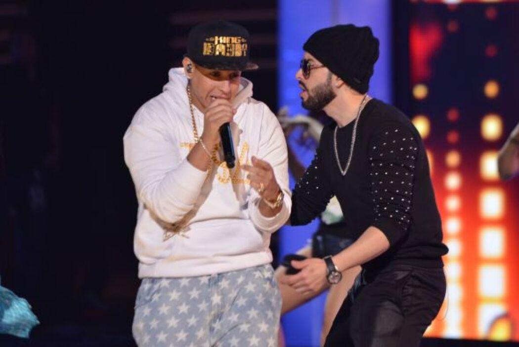 ¡Increíble! Algo que no nos esperábamos. Yandel y Daddy Yankee en Premio...