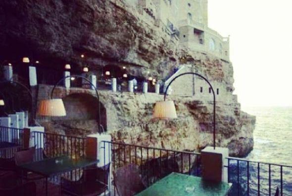 Ristorante Grotta Palazzese, ubicado en las cuevas de la playa Polignano...
