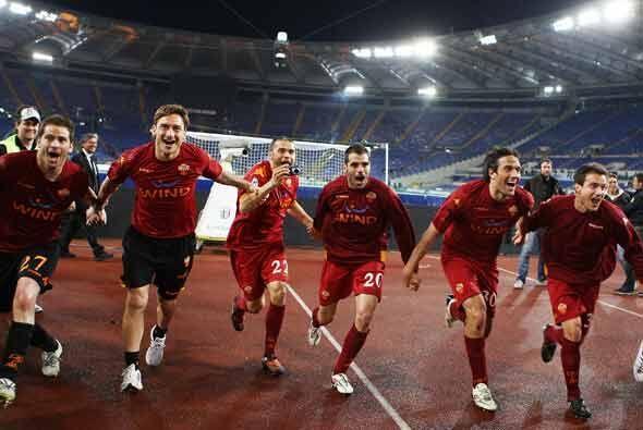 El triunfo de la Roma por 2-1 los colocó nuevamente como punteros...