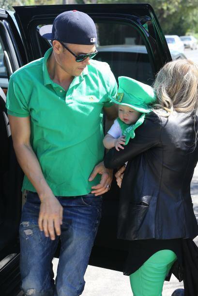 Fergie no soltó a su hermoso hijo hasta que llegó el turno de pasárselo...