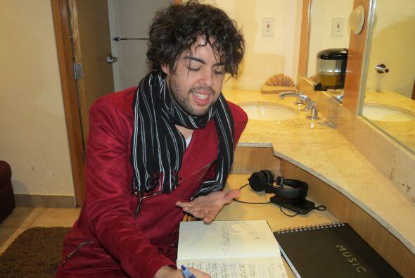 En camerinos, Raúl Vidal nos enseñó un cuaderno muy...