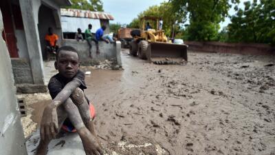 Calle inundada en Haití tras el paso de la tormenta Erika.