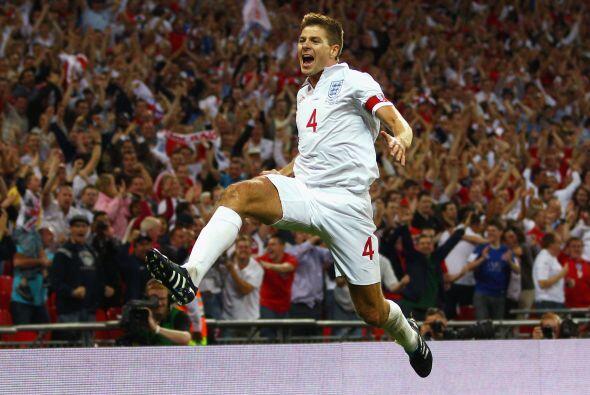 Y una vez más Gerrard fue quien puso el balón al fondo de las redes húng...