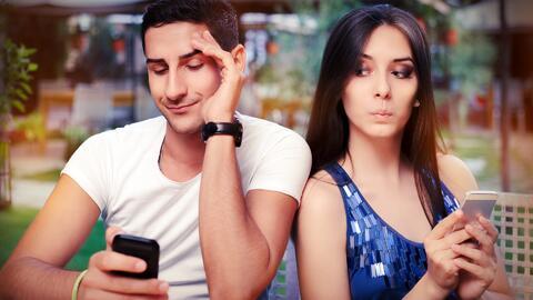 Cómo la tecnología arruinó a los infieles, y de paso, a las parejas
