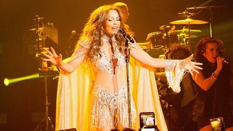 Thalía confiesa que le ganó la emoción y se lanzó a sus fanáticos