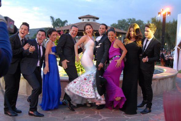 La foto oficial con sus amigos y compañeros de Univision no podía faltar.