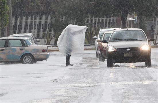 El martes una torrencial lluvia con granizo azotó a la Ciudad de México.