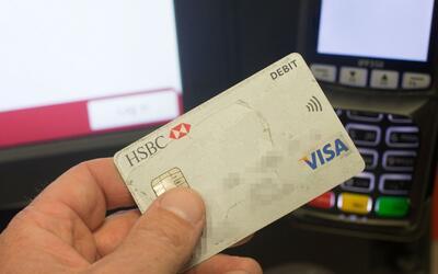 Policía busca a tres sospechosos de robar tarjetas de crédito en Pinecrest