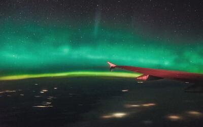 El videíto: un pasajero graba una tormenta geomagnética desde la ventana...