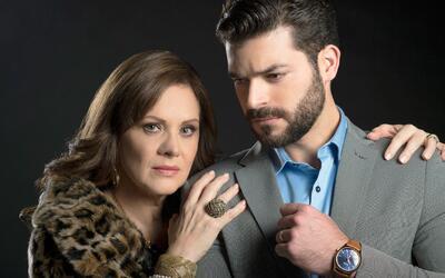 Erika Buenfil y Adrián Di Monte en 'La doble vida de Estela Carri...