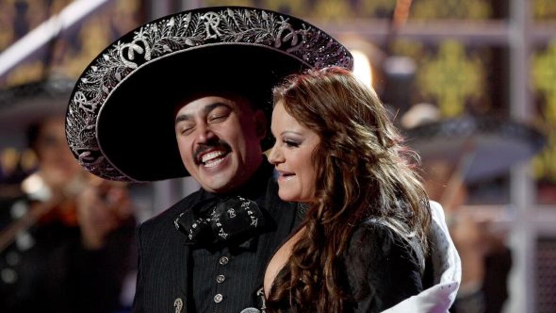 A petición de sus fanáticos y de los de Jenni, Lupillo Rivera está de pr...