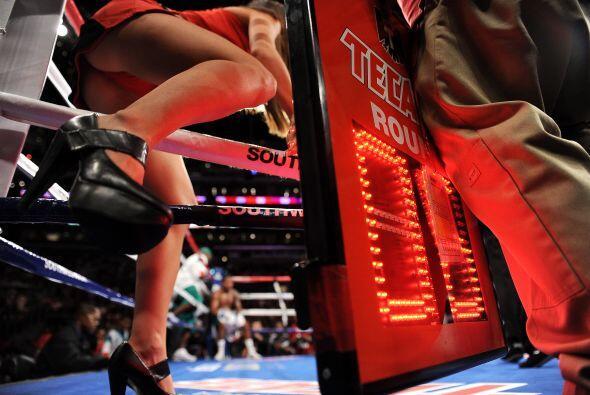 Las bellezas del ring tuvieron poca acción en el combate en el qu...