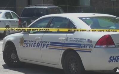 Buscan a un hombre acusado de disparar múltiples veces contra su amigo e...