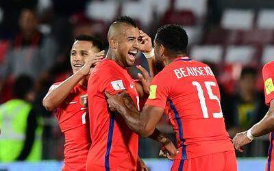 Arturo Vidal marcó los goles de Chile