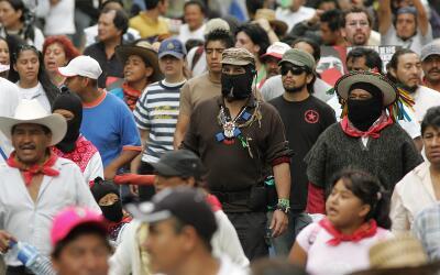 El subcomandante Marcos, uno de los dirigentes más visibles de la...