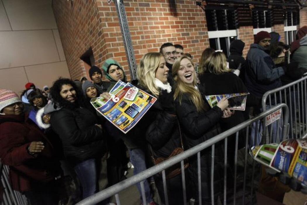 Y después de horas de espera, los clientes de la tienda Wal-Mart en Troy...
