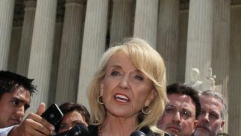 Brewer señaló que los inmigrantes ilegales son personas, pero la ley deb...