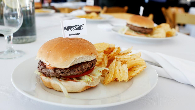 Se ve, huele y sabe como carne de hamburguesa, pero en realidad no lo es
