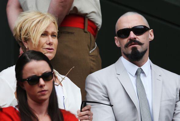 Hugh Jackman pelón y su esposa, Deborra Lee Furness. Mira aquí los video...