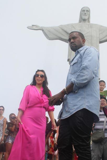 Viajó con Kanye West a Brasil.