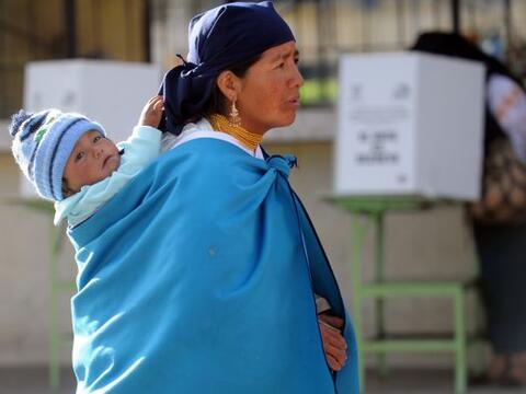 Los ecuatorianos decidían el sábado si otorgan o no el vot...