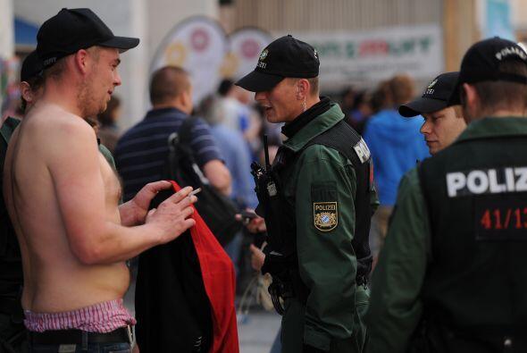 Más cerca del Allianz Arena la seguridad se endurece y las revisi...