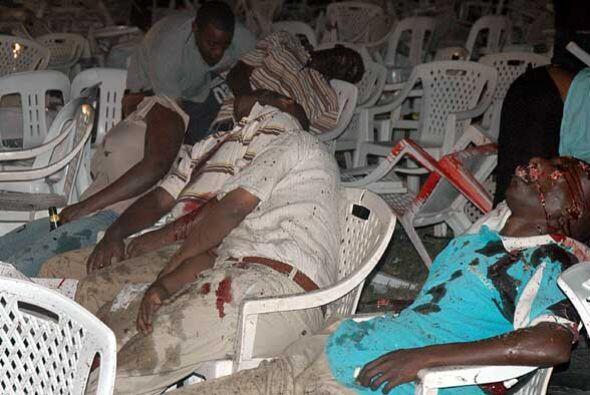 La policía de Uganda atribuyó la autoría de los bombazos a islamistas so...