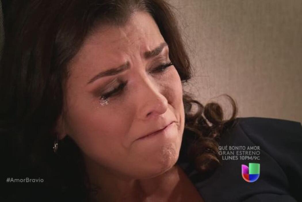La hermosa mujer sufre por el engaño, es capaz de entender que Daniel se...