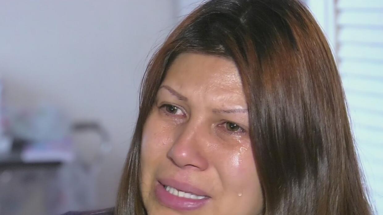 Indocumentada graba el violento arresto de su esposo por agentes de ICE...