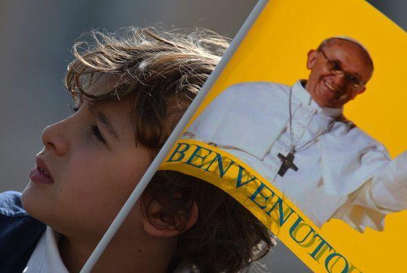 Los niños siempre son entusiastas para escuchar al Papa Francisco en la...