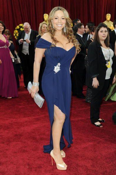 A Mariah Carey pareciera que le quedó chico este vestido azul en 2009; m...
