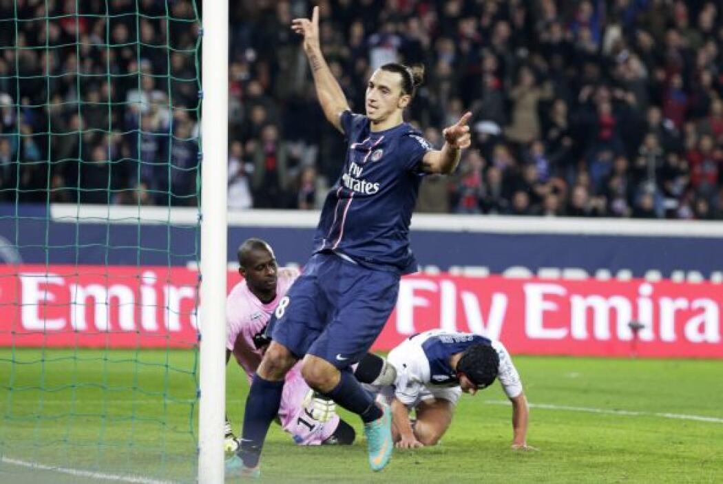 Zlatan cerró la goleada del PSG sobre el Troyes con un par de anotaciones.