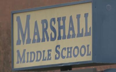 Director de la escuela secundaria Marshall fue suspendido al ser investi...