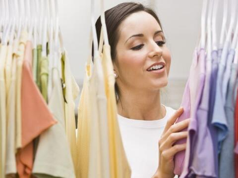 Cuidar la ropa que ya tenemos ¡es la mejor forma de ahorrar! Toma...