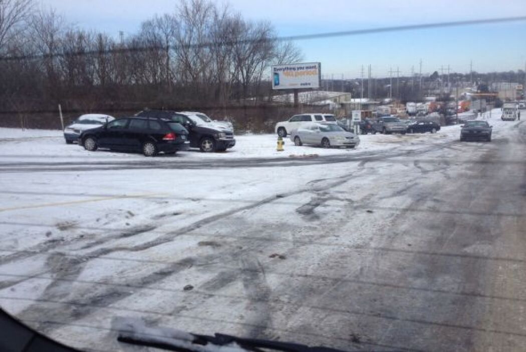 Y resguardada del frío dentro de su coche Connie Gastelum de Homewood, A...