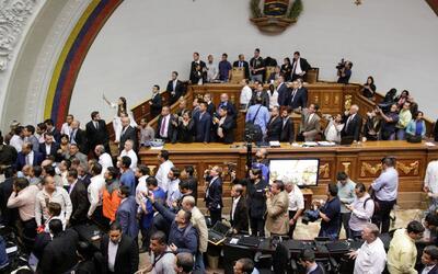 Asamblea venezolana decide si comienza un juicio político contra Nicolás...