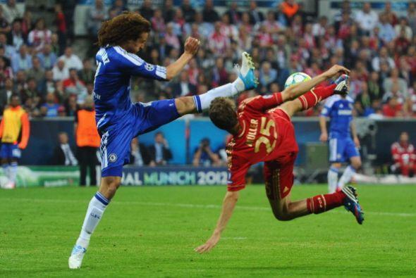 David Luiz también fue un cerrojo en la zaga del Chelsea.