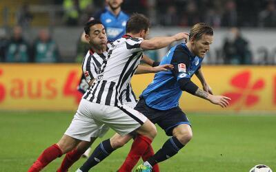 Marco Fabián jugó casi todo el partido del Frankfurt ante...