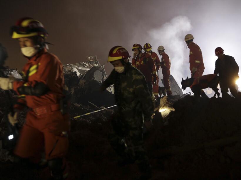 Gigantesco alud sepulta 30 edificios en China y deja 91 desaparecidos de...