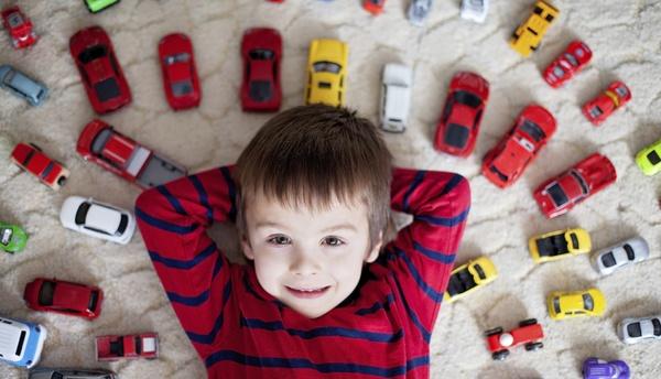 Cuando los juguetes para niños se multiplican en casa, es momento de dec...