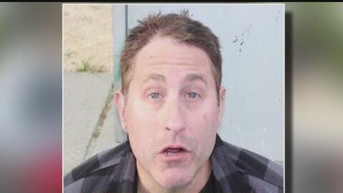 Arrestan a un hombre por chocar una patrulla varias veces y de forma int...