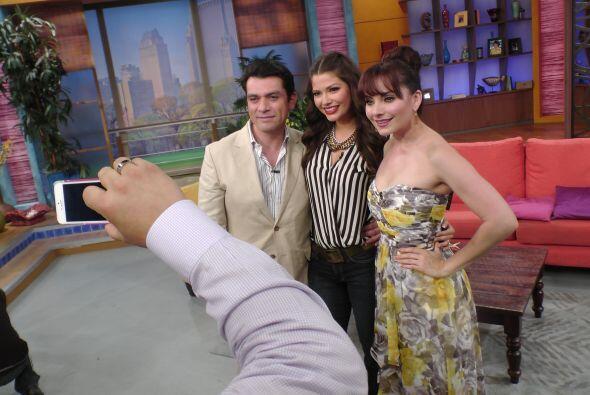 Ana se tomó una foto con los actores. Seguramente la veremos en su Twitter.
