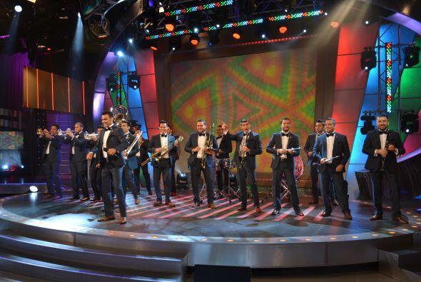 La Banda El Recodo llegó a Sábado Gigante para celebrar sus 75 años de h...