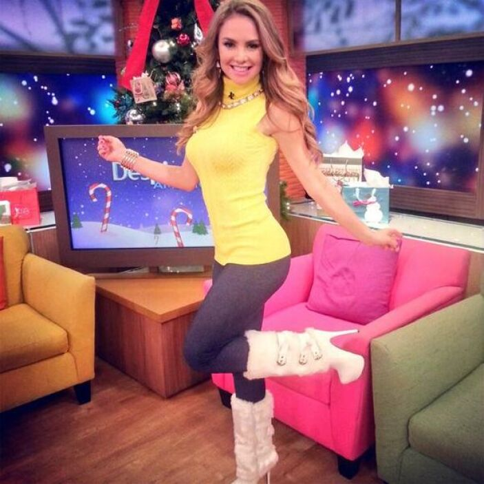 """""""Una fotico de mi outfit de hoy en @DespiertaAmeric espero les guste"""", m..."""